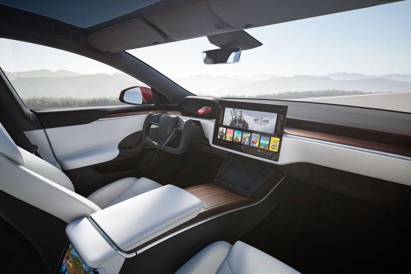 Самый быстрый серийный автомобиль. Tesla начала поставки Model S Plaid